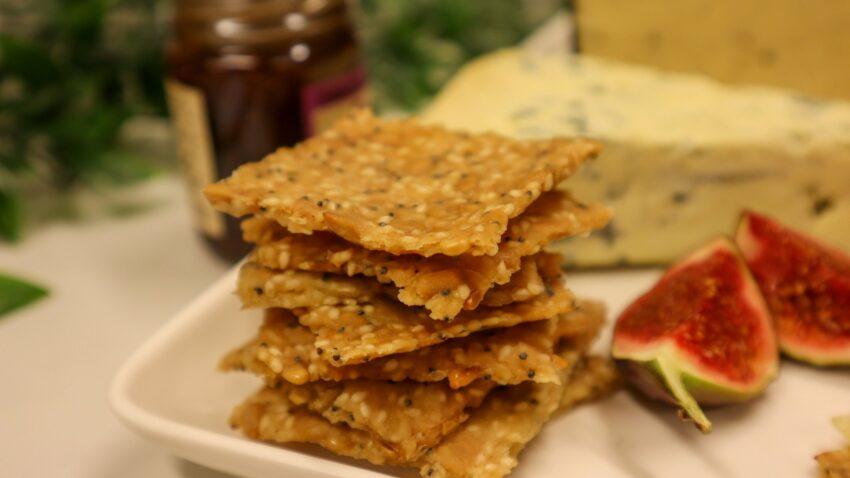 glutenfritt vallmoknäcke till ostbrickan