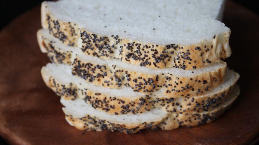 glutenfritt rostbröd med vallmofrön