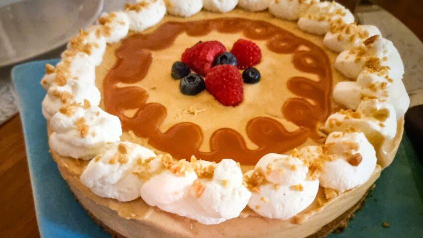 glutenfri fryst snickers cheesecake